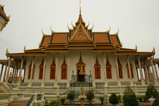 Image of the Phnom Pehn Royal Palace.